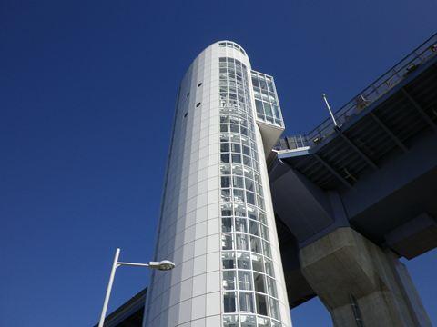 橋を歩くためには、この建造物から橋に登る必要があります