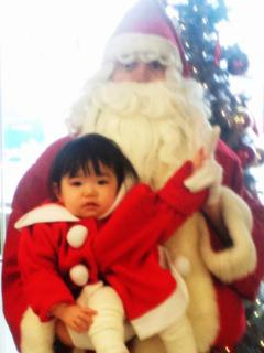 サンタとコスプレの赤子