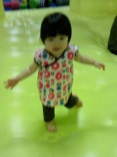 KIDOKIDOで遊ぶ赤子