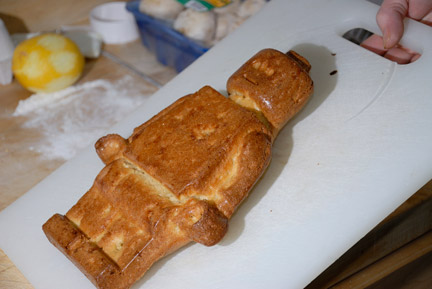 ミニフィグ型のシフォンケーキ
