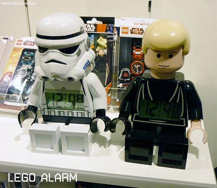 LEGOミニフィグ型のデジタル時計