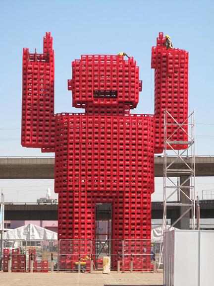 コーラケースの巨人
