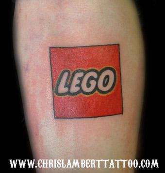 LEGOロゴのタトゥー