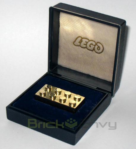 1コ120万円 純金のレゴブロック