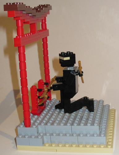 レゴの忍者と鳥居