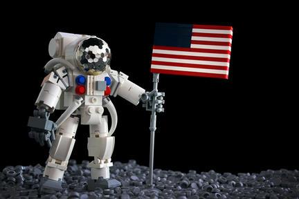 宇宙飛行士と星条旗