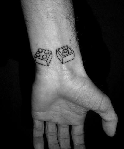レゴブロック×2のタトゥー