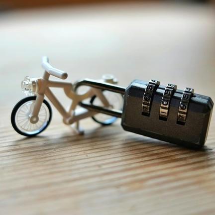 盗難防止策を施したLEGO自転車
