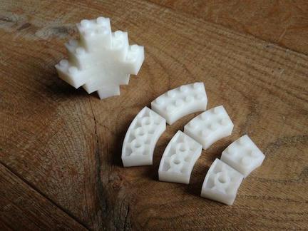 3Dプリンタで作られたカーブ状のLEGOブロック