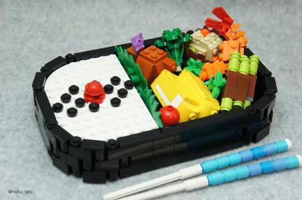 LEGOのお弁当 エビフライに唐揚げに…