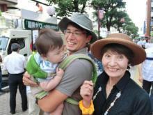 Sさん親子と柳下県議(撮影は村岡です)