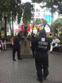 ハチ公前で記念撮影