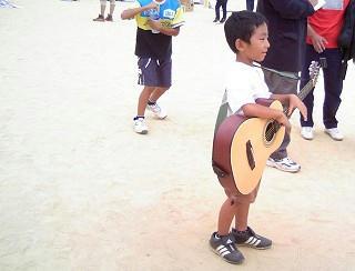 6歳のギターリスト