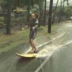 道路でサーフィン(スケボーじゃないよ☆)