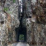 ハイウェイ87の狭すぎるトンネル