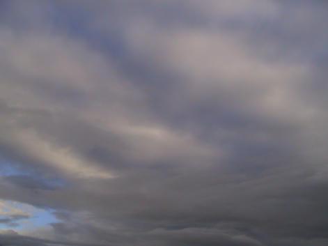 台風の雲の端