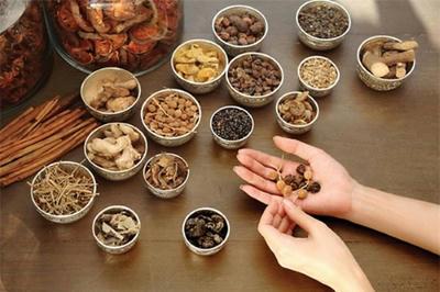 Bài thuốc Đông y cho bệnh nhân viêm khớp cổ tay