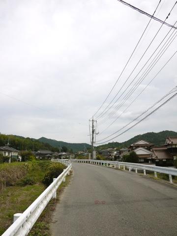 松子山峠へむかう