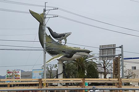 土佐市にあったクジラの親子像