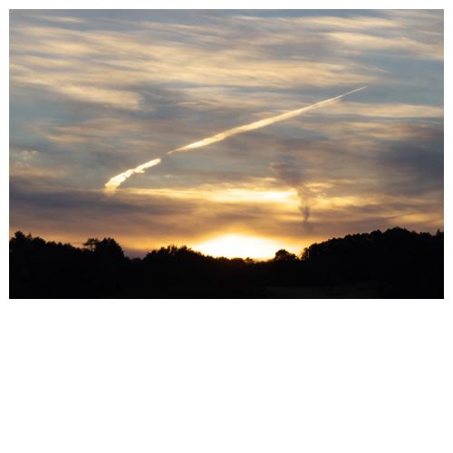 沈む陽、堕ちる光の雲。