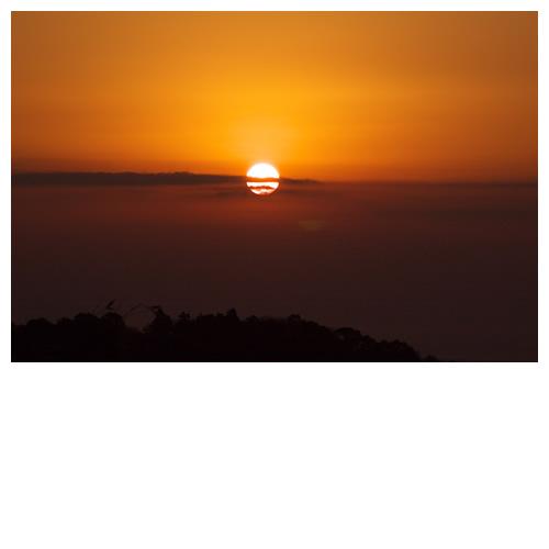 また明日。沈む夕陽に手を振った。