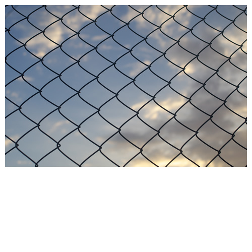 夕暮れ空とフェンス