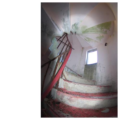 スカイレスト「ニューむろと」の上階へと続く螺旋階段