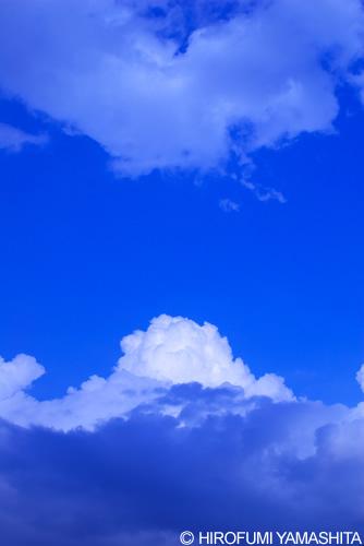 空の青と白い雲