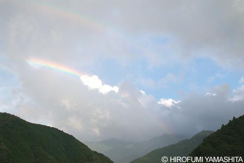 雨上がりの空と虹