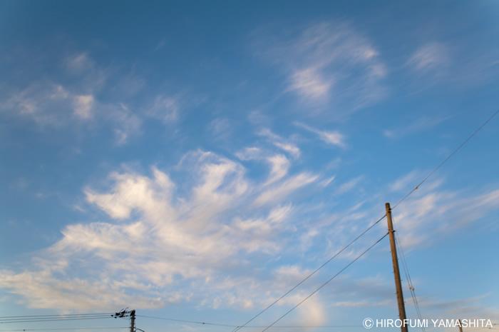 空は、また僕らを、遠い日の沈黙へと連れ去るのでした。