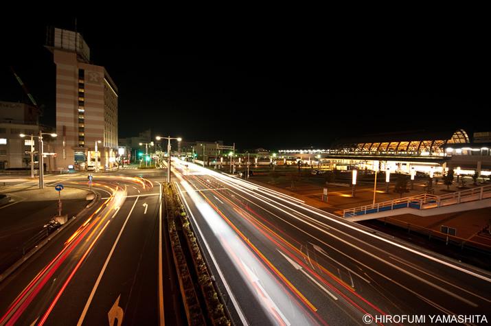 JR高知駅前の夜。