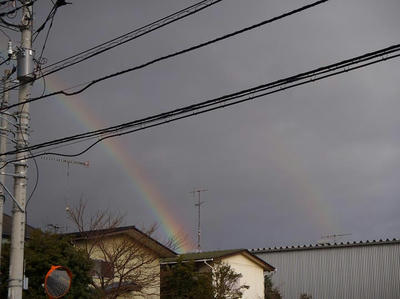 3月31日大荒れの空に出た虹。一部は二重の虹になっていた