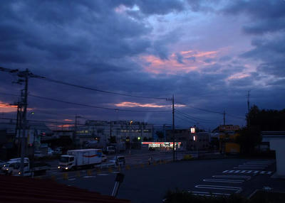 ピンク色の朝の光