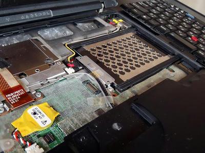 ThinkPad X60sのキーボードを外したところ