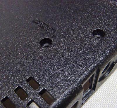 ThinkPad R61 ボトムケース割れ補修:底面割れは1/3まで達する