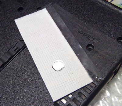 ThinkPad R61 ボトムケース底面の割れ補修の下準備。プラリシートを貼り付ける面をヤスリで荒らしておく