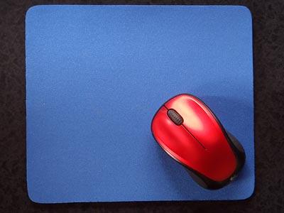 Digio2 マウスパッド ブルー MUP-TK01BLとロジクール ワイヤレスマウスM235