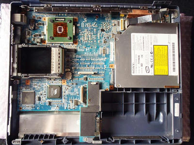 VAIO PCG-FR33の分解|CPU FANとフロッピーディスクドライブを外したところ