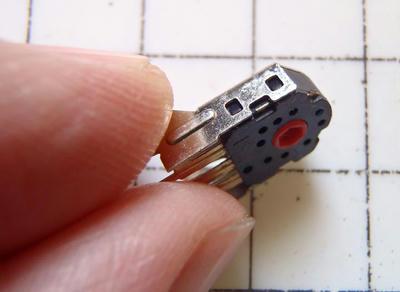 ロータリーエンコーダーカバーの爪