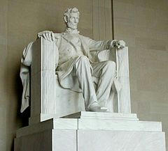 240px-Lincoln_statue.jpg