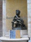 シエーナ (Siena)の少年と亀の銅像