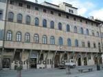 サンタ・クローチェ聖堂(Basilica di Santa Croce)の前の広場に面した建物