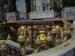 サン・ピエトロ大聖堂(St. Peter's Basilica)のバルダッキーノの大天蓋(Bernini's baldacchino)の地下にある『聖ペテロのお墓』