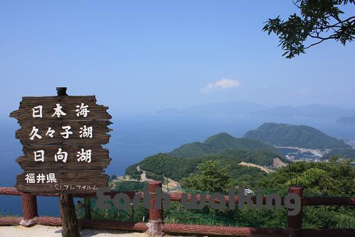 レインボーライン山頂公園から望む日本海と日向湖、久々子湖