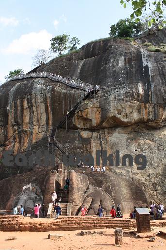 シーギリヤロック(Ancient City of Sigiriya)のライオンの足