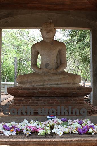 アヌラーダプラ(Anuradhapura)のサマーディ仏像(Samadhi Buddha Statue)