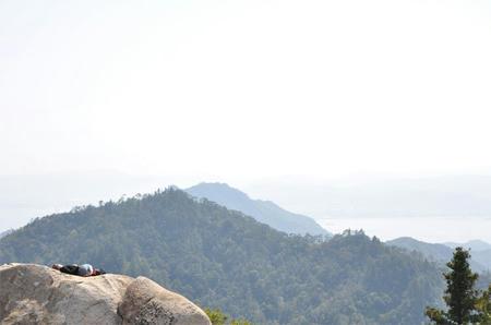 山の頂にて