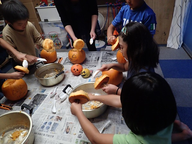 「せかい」 with Yumeko: Make Jack O'Lanterns!!