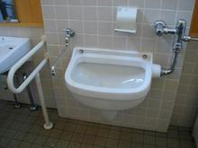 武蔵野の森公園 掩体壕多目的トイレ