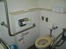 深大寺 鬼太郎茶屋横多目的トイレ